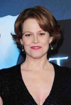 list of awards and nominations received by sigourney weaver - 250×367